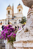 Rome, Italië, 24 April 2017 Spaanse stappen met bloemen in bloei Stock Foto