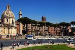 ROME, ITALIË, 11 APRIL, 2016: Trajan` s Kolom en Santa Maria-Di Stock Afbeelding