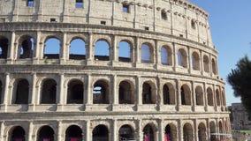 ROME, ITALIË - CIRCA Mei 2018: Beroemde aantrekkelijkheid Colosseum in Rome Coliseum in hoofdstad van Italië stock video