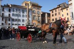 Rome, Italië: 17 februari 2017 - Piazza della Rotonda - gebouwen en dramatische hemel, Rome, Italië Stock Foto's