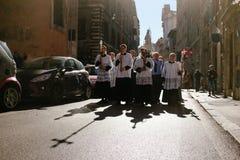 Rome-Italië-24 10 2015, godsdienstige optocht door de straten royalty-vrije stock foto's