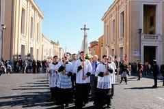 Rome-Italië-24 10 2015, godsdienstige optocht door de straten stock foto's