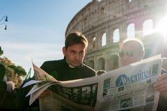 Rome, Italië - 20 januari 2019: een christelijke, katholieke priesterlezing het Italiaans royalty-vrije stock afbeeldingen