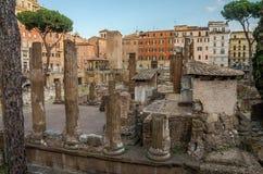 ROME, ITALIË - JULI 2017: Oude ruïnes in het Vierkant van Torre Argentinië, de plaats van de dood van Keizer Julius Caesar in Rom Stock Foto