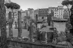 ROME, ITALIË - JULI 2017: Oude ruïnes in het Vierkant van Torre Argentinië, de plaats van de dood van Keizer Julius Caesar in Rom Stock Afbeelding