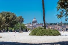 Rome, Italië - Juli 3, 2017: Weergeven bij St Peter kathedraal stock foto