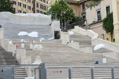 Rome, Italië 17 Juni 2016 Materiaal die de restauratie van de Spaanse Stappen werken Royalty-vrije Stock Afbeeldingen