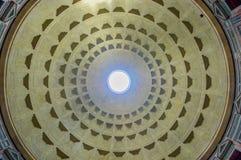 ROME, ITALIË - JUNI 13, 2015: Pantheon van marmeren het dakbouw van Agrippa, grote mening en aardige architectuur royalty-vrije stock afbeeldingen