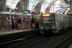 Rome Italië 17 Juni 2016 Passagiers die metro inschepen bij Eindpuntenpost Roma Termini is het belangrijkste station Stock Fotografie
