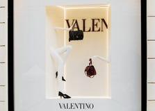 Rome, Italië - Mei 13, 2018: De winkelvenster van de Valentinomanier in Rome stock afbeelding