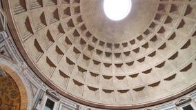 ROME, ITALIË - MEI 05, 2016: Pantheonbinnenland Oude Roman tempel en mening van monumentale koepel met licht gat in stock video