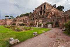 ROME, ITALIË - September 12, 2016: Veiw op Roman Forum in Rome tijdens bewolking royalty-vrije stock fotografie