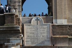 Rome, Italië - Teatro Flavio, als Colosseo wordt bekend die stock fotografie