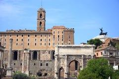 ROME, ITALIE - 16 AVRIL 2010 : Vue aux ruines romaines à Rome Photographie stock libre de droits