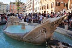 """Rome, Italie - 1er septembre 2017 : Les visiteurs visitting le bel """"Fountain du  de Boat†par les étapes espagnoles photos stock"""