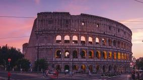 ROME, ITALIE - 18 JUIN 2019 - Timelapse du Colosseum à Rome à l'aube dans 4k banque de vidéos