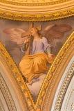 ROME, ITALIE, 2016 : Le fresque symbolique de l'ange avec la croix dans la coupole latérale en Di Santi Giovanni e Paolo de basil photo stock