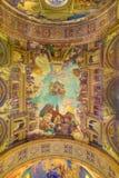 ROME, ITALIE - 10 MARS 2016 : Les triomphes de fresque de l'église au-dessus des tabourets et du x28 ; 1957-1965& x29 ; Photographie stock libre de droits