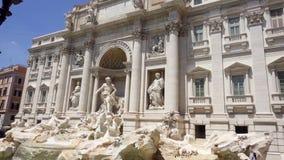 ROME, ITALIE - VERS en mai 2018 : Fontaine de TREVI au centre de Rome, Italie L'eau entrant dans le mouvement lent banque de vidéos