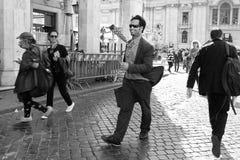 Rome Italien - APRI 11, 2017: Gatakonstnär, tecknareperformin Royaltyfri Fotografi