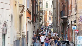 ROME - ITALIEN, AUGUSTI 2015: folk som går, dagligt livsikt lager videofilmer