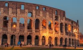 Rome Italien: Colosseum Flavian Amphitheatre, i solnedgången Royaltyfri Fotografi