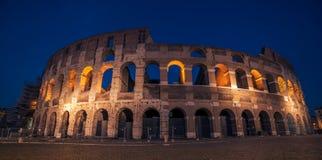 Rome Italien: Colosseum Flavian Amphitheatre, i solnedgången Royaltyfri Bild