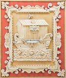 ROME ITALIEN, 2016: Den coffered detaljen av taket sned panelen med den symboliska Noah&en x27; s-tillflykt i basilikadi Santa Ma royaltyfria foton