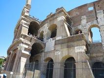 19 06 2017 Rome, Italien: folkmassor av turister beundrar det stora ROM-minnet Arkivbild