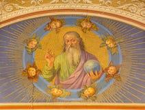 ROME ITALIEN: Freskomålningguden skaparen av den okända konstnären i den kyrkliga Chiesa di Patentlösning Signora delen Sacro Cuo Arkivfoto