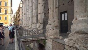 Rome Italien - 22 06 2018: gamla Roma gator, forntida arv lager videofilmer