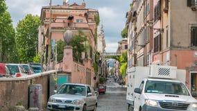 Rome Italien: Gator av Rome med folk som kopplar in i daglig aktivitetstimelapse stock video