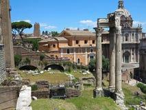 19 06 2017 Rome, Italien: Härlig sikt av Ruins av den berömda romaren Royaltyfria Bilder