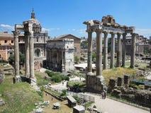 19 06 2017 Rome, Italien: Härlig sikt av Ruins av den berömda romaren Royaltyfri Fotografi
