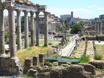 19 06 2017 Rome, Italien: Härlig sikt av Ruins av den berömda romaren Arkivfoton