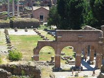 19 06 2017 Rome, Italien: Härlig sikt av Ruins av den berömda romaren Arkivfoto