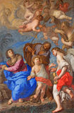 ROME ITALIEN: Helig familj med änglar och symboler av passionen i tvärskeppet av kyrkliga basilikadi Santa Maria del Popolo Royaltyfria Foton