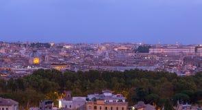 Rome Italien horisont på natten fotografering för bildbyråer