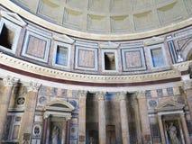 19 06 2017 Rome, Italien: Inre och kupol av panteontemplen Arkivbild