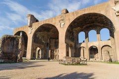 ROME ITALIEN - JANUARI 21, 2010: basilika av Maxentius Royaltyfri Foto