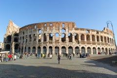 ROME ITALIEN - JANUARI 21, 2010: Hel sikt av Colosseum Royaltyfria Bilder