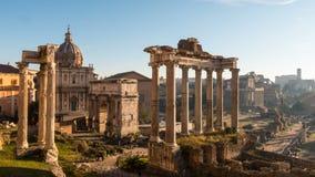ROME ITALIEN - JANUARI 5, 2019: Roman Forum Vidsträckt grävt område av romerska tempel Timelapse lager videofilmer