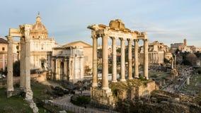ROME ITALIEN - JANUARI 5, 2019: Roman Forum Vidsträckt grävt område av romerska tempel Timelapse arkivfilmer