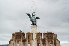 ROME ITALIEN - JANUARI 27, 2010: staty av Michael ärkeängeln Arkivfoton