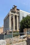 ROME ITALIEN - JUNI 24, 2017: Antoninus och Faustina Temple på Roman Forum i stad av Rome, arkivbild