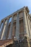 ROME ITALIEN - JUNI 24, 2017: Antoninus och Faustina Temple på Roman Forum i stad av Rome, royaltyfri fotografi