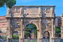 Rome ITALIEN - JUNI 01: Bågen av Constantine i Rome, Italien på Juni 01, 2016 Fotografering för Bildbyråer