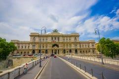 ROME ITALIEN - JUNI 13, 2015: Corte di Cassazione eller högsta domstolen i Rome, trevlig byggnad på slutet av Vittorio ponte Royaltyfria Bilder