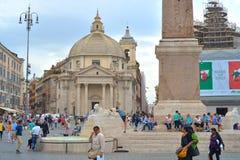 Rome ITALIEN - JUNI 01, 2016: Piazza Del Popolo, Santa Maria deiMiracoli kyrka Royaltyfria Bilder