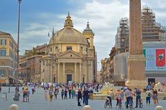 Rome ITALIEN - JUNI 01, 2016: Piazza Del Popolo, Santa Maria deiMiracoli kyrka Arkivfoto